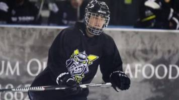 Justin Bieber scores with Manchester Storm ice hockey team