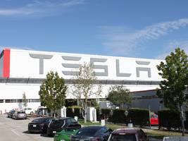 Elon Musk: Tesla's factory will be an 'alien dreadnought' by 2018 (TSLA)