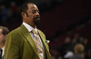 New York Knicks: Walt Frazier Dishes On The Triangle Offense