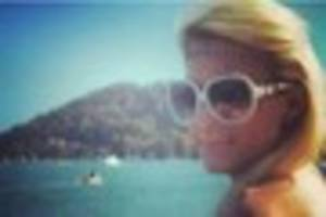 paris hilton's thumbs up to pictures of her south devon lookalike