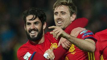 spain stay ahead of italy as both win qualifiers