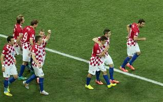 brozovic scores 2 as croatia beats iceland in empty stadium