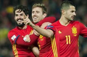 world cup qualifying: spain, italy win easily to lead group g