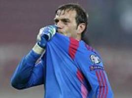 northern ireland call up roy carroll for friendly against croatia to replace michael mcgovern
