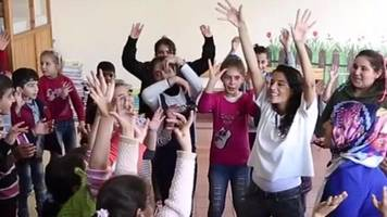 using dance therapy to treat syrian child refugees
