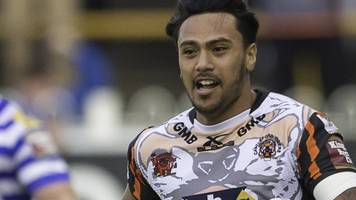 denny solomona: castleford tigers to take legal action against absent winger