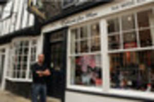 lincoln shop owner refutes claims he lied about clothes thefts...