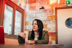 lucy spraggan shares mellow new cut 'i don't live there anymore'