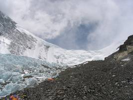moderate earthquake strikes near mount everest in nepal