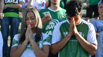 Chapecoense plane crash: Football rallies around Brazilian team