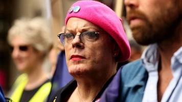 eddie izzard spent £36,000 on eu remain campaign