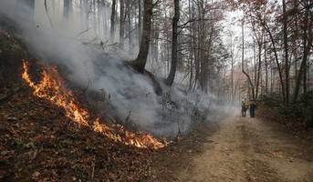 [VIDEO] Tennessee Wildfires Claim 3 Lives, Force 14,000 To Flee Flames