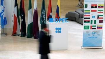 Oil jumps as Opec tries to reach production cut deal
