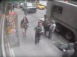 Thief steals bucket full of gold flakes worth $1.6m from Manhattan truck