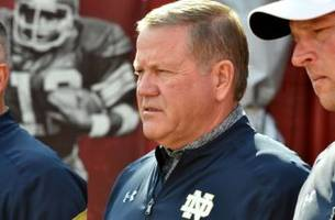 is oregon football looking to hire brian kelly?