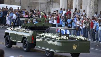 fidel castro death: crowds line street for ashes procession