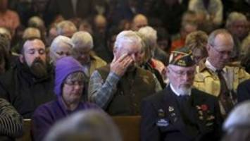 hundreds of mourners attend funeral for homeless veteran