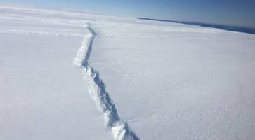 Huge Chunk of Antarctica May Soon Collapse and Fall into Sea