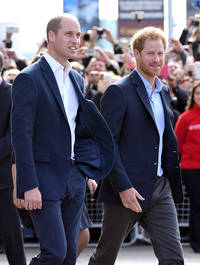 prince william gives his blessing to prince harry's relationship with actress meghan markle