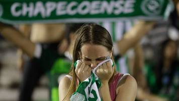 Chapecoense plane crash: Thousands of fans hold vigil for team