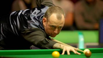 uk championship 2016: mark williams joins john higgins in quarter-finals