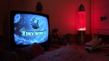 iPhone classic 'Tiny Wings' gets news levels and Apple TV app