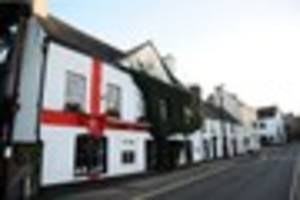 Giant red Christmas bow on Welsh hotel causes furore as residents...