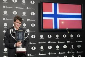 magnus carlsen crowned world chess champion for the third time
