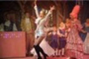 final dress rehearsal for scunthorpe pantomime - pictures