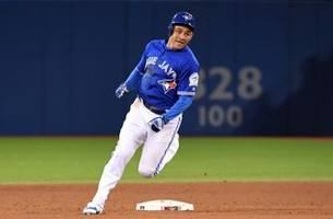 Blue Jays tender contracts to four eligible players, outright two