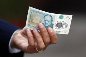 is cambridge's vegetarian rainbow café allowed to refuse the new £5 note?