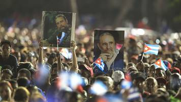 Fidel Castro: Thousands attend rally for former Cuban leader