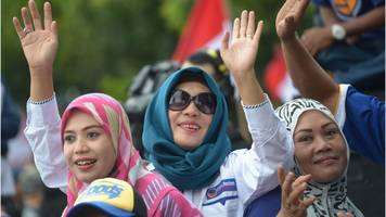 Jakarta governor protests: Thousands attend unity rally