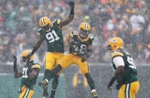 20 photos that prove football is so much better in the snow