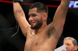 Jorge Masvidal TKO's Jake Ellenberger in bizarre finish after foot gets stuck in the cage