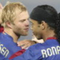 gudjohnsen offers to play for chapecoense
