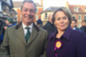 UKIP's Nigel Farage greeted by large crowds in Sleaford