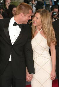 Brad Pitt desperately wants Jennifer Aniston back; 'Allied' actor invites ex-wife to dinner in London but she says no for one reason!