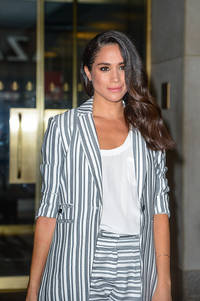 meghan markle, prince harry to spend first holiday together? suits actress invited to sandringham palace?