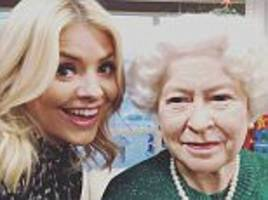 holly willoughby poses for selfie with the queen on this morning