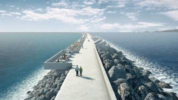 crabb warns uk ministers on 'foot-dragging' on swansea tidal lagoon