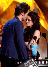 robert pattinson extremely impressed with kristen stewart sexy dance video; 'twilight' actor splits from fka twigs to reunite with his ex-gf?