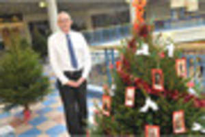 watch burton's octagon shopping centre launches christmas tree...