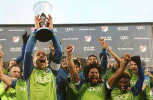 osvaldo alonso played through incredible pain to finally win mls cup for the sounders
