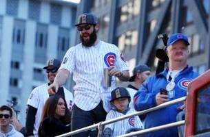 chicago cubs: jake arrieta pays off bet with tommy la stella, gets tattoo