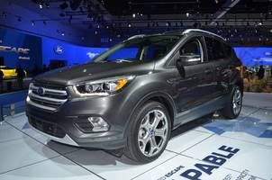 the us auto industry may surprise everyone in 2017 (f, gm, fcau)