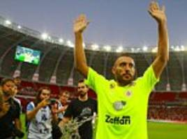 chapecoense survivor alan ruschel returns to a football pitch for the first time in charity match with dunga, juan sebastian veron and felipe massa