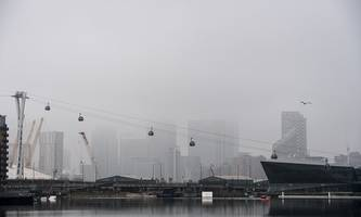 fog disrupts pre-christmas flights at heathrow, gatwick and london city airports