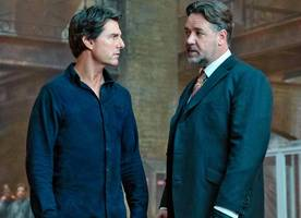 new 'the mummy' photo sees tom cruise and russell crowe's intense encounter