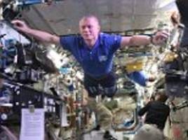 international space station astronauts do the mannequin challenge